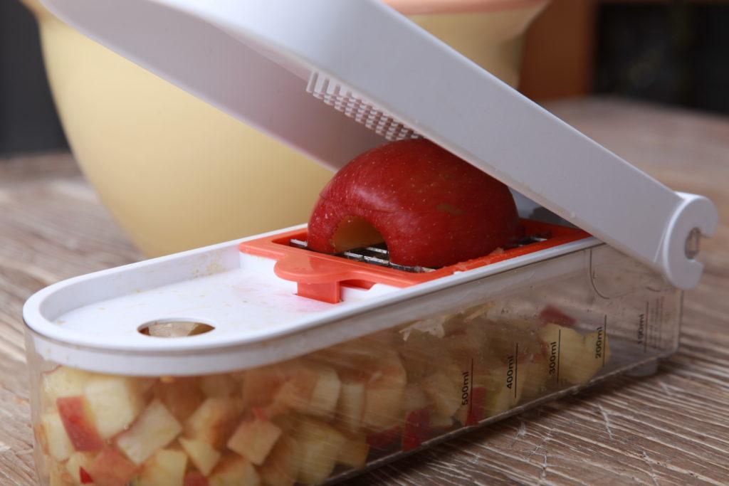 Äpfel in Würfel schneiden