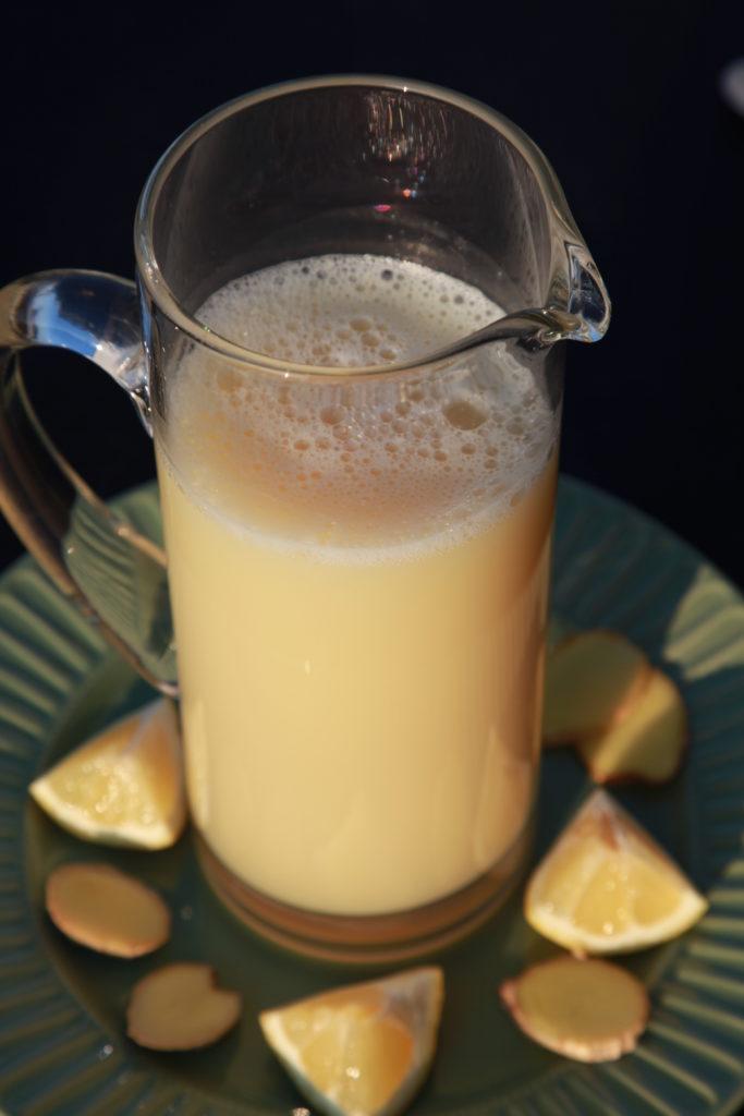 Gesundheits-Drink mit Ingwer und Zitrone