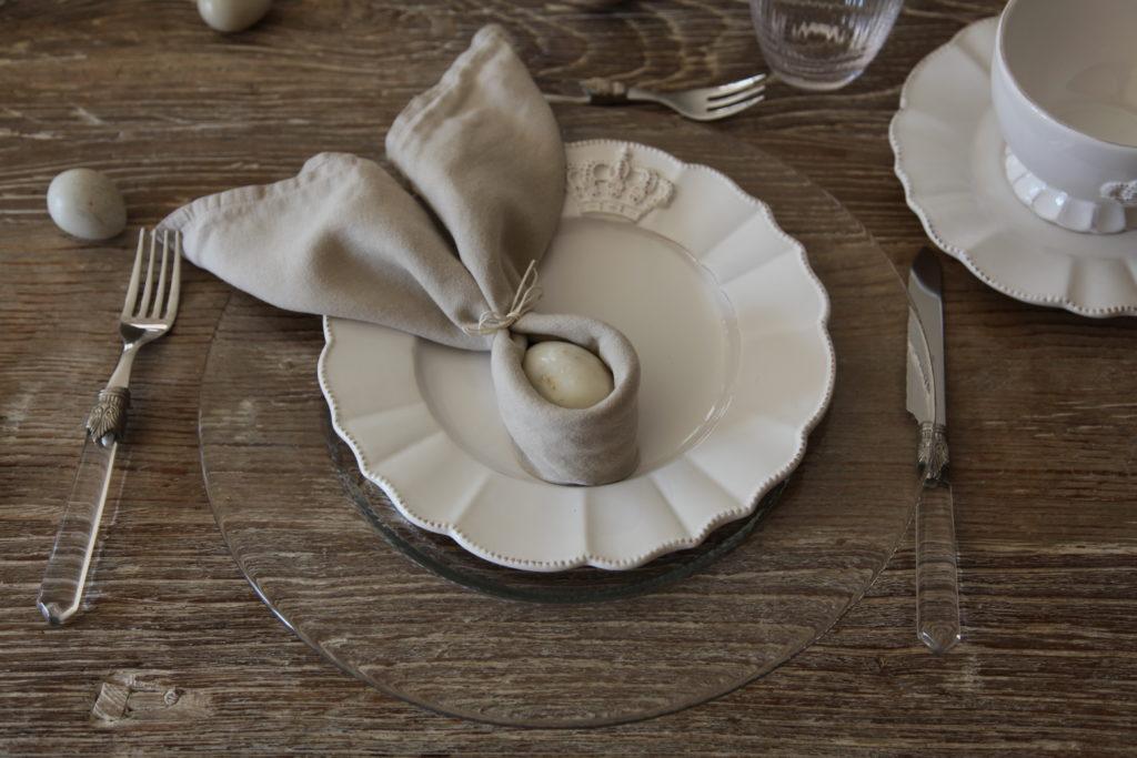Stoffservietten zu Hasenohren falten